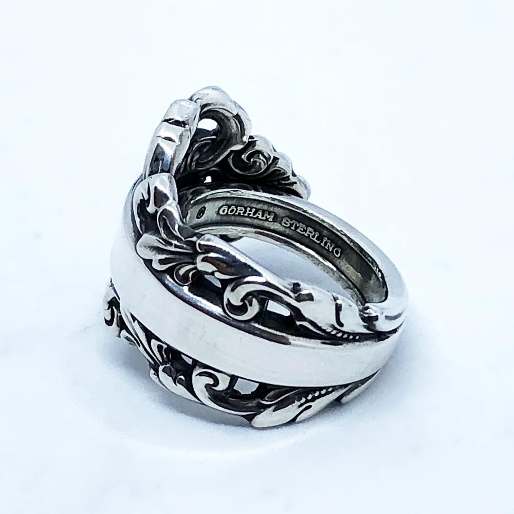 指輪裏の刻印にはSterlingの文字が