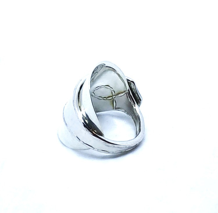 ブランドのスプーンを使用したリング