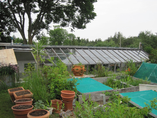 The pit greenhouse