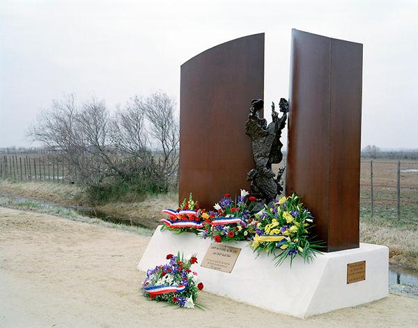 memorial gitans saliers inauguration 2002 arles bouche du rhone france