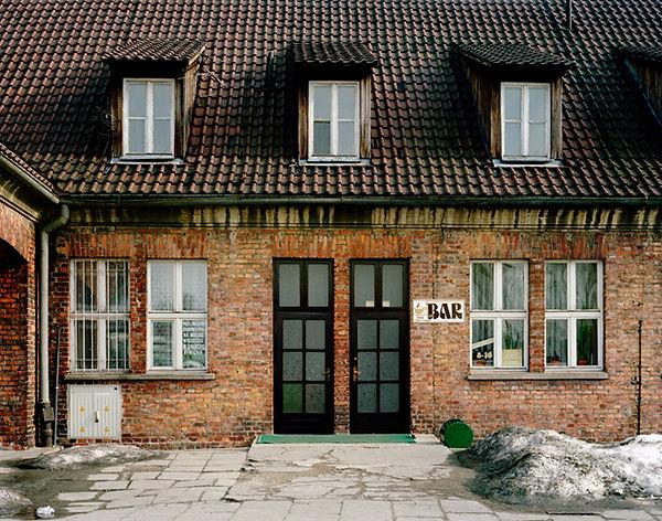 bar block origine prisonniers enregistres musee auschwitz oswiecim pologne tourisme de masse