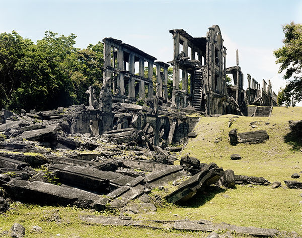 ruines middle barracks corregidor island philippines