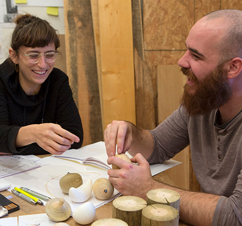 Jeanne Riot, designer et Damien Filippi, artisan tourneur sur bois