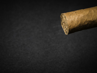"""נסללה הדרך להעלאת המס על טבק לגלגול: היועמ""""ש לא יוכל להגן על עמדתו של כחלון בבג""""ץ"""