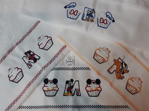 Combo 4 Panos de Prato Atoalhado Bordado Coleção Cupcake Mickey e Amigos