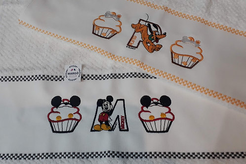Combo 2 Panos de Prato Atoalhado Bordado Coleção Cupcake Mickey e Amigos