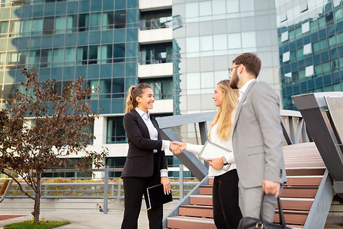 business-people-in-business-district-ZSU