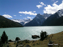 Lhamtso-Lake-on-the-road-fr.jpg