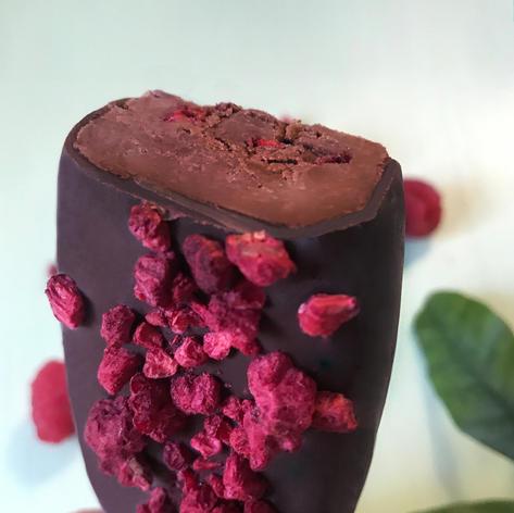 Avo Raspbberries Lolly (chocolate inside)