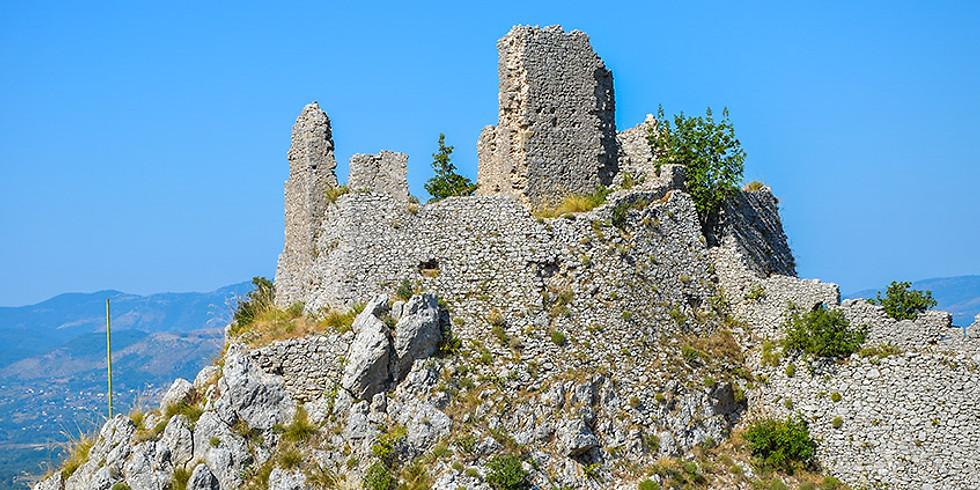 Tra antichi castelli, panorami sconfinati e un magico romanzo