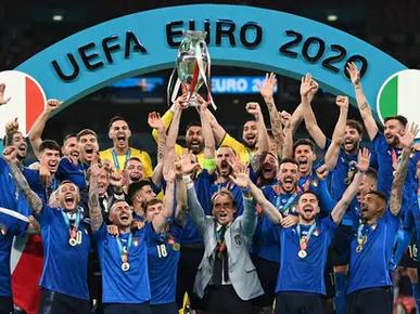 ITALI JULANG PIALA EURO 2020