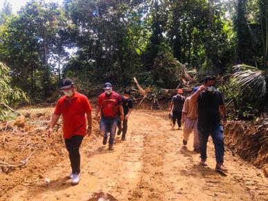 KADAMAIAN YB ALLOCATES RM10,000 FOR ROAD CONSTRUCTION FOR KG MELANGKAP NERIOU CEMETERY