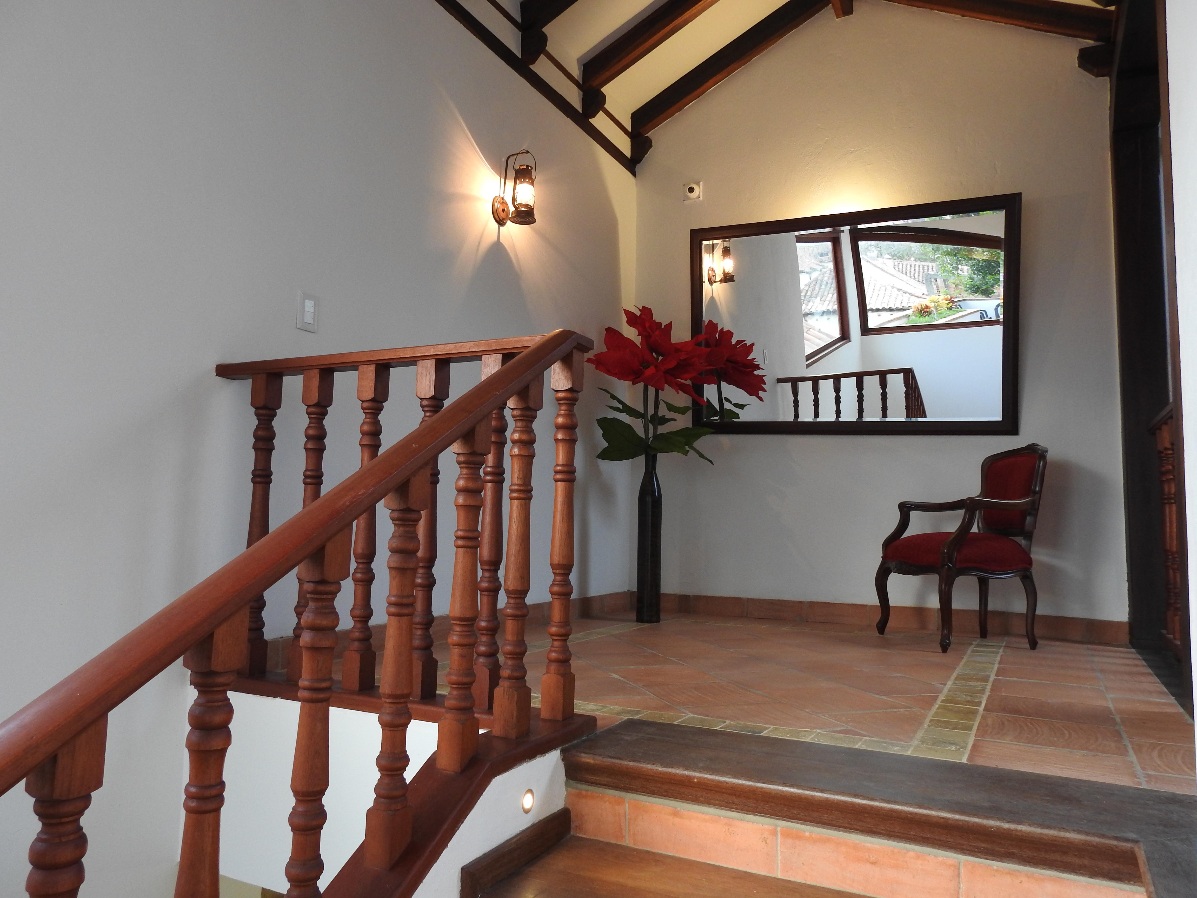 Escaleras 2° piso