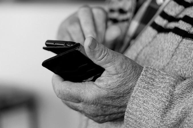 seniorzy narażeni na wyłudzenie danych osobowych