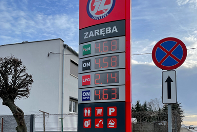 Stacja_paliw_ZAREBA_Murowana_Goslina_pyl