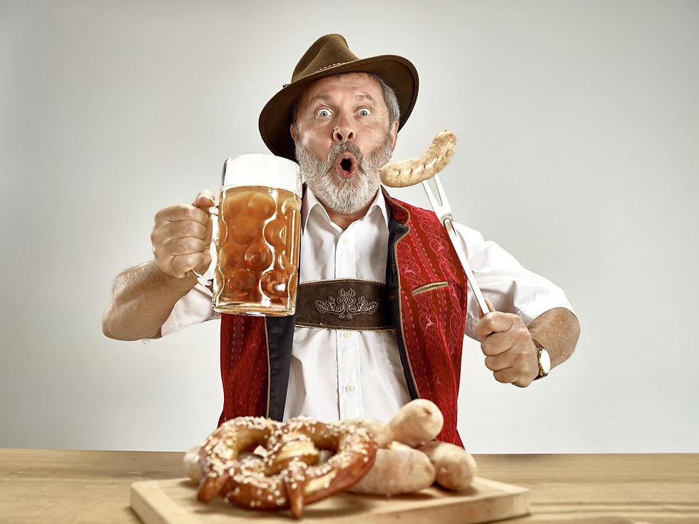 duitser met bier en braadworst.jpg