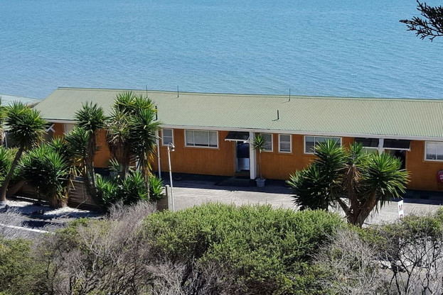 Seaspray Motel by the sea at Waiomu Bay