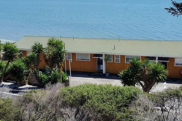 Seaspray Motel by the sea at Waiomu Bay
