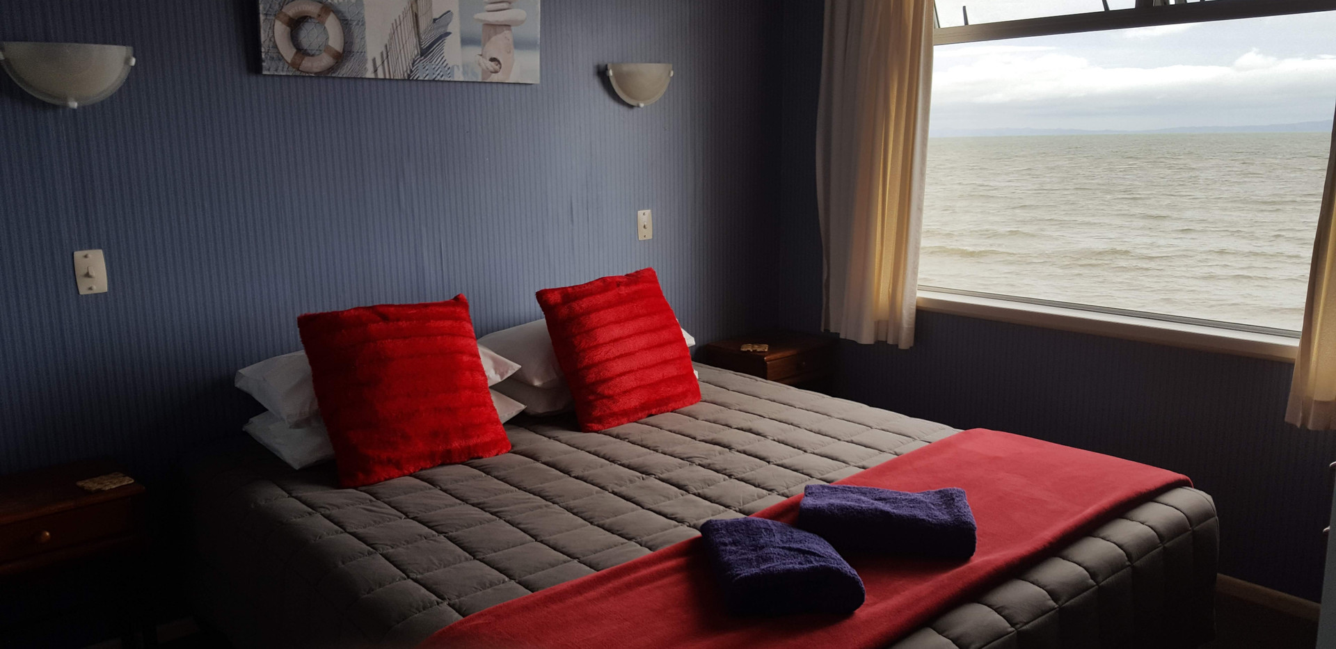 Your bedroom right beside the sea