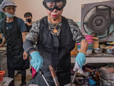 "Bangkok's street food queen Supinya ""Jay Fai"" Junsuta, wins the prestigious""Icon Award -Asia 2021"""