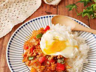 鶏ひき肉と白菜キムチのガパオライス風