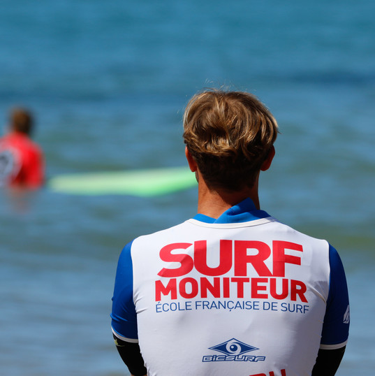 Ecole de Surf de Guadeloupe  Tous les moniteurs de l'Ecole de Surf de Guadeloupe sont diplomés BPJEPS et secouristes PSE1
