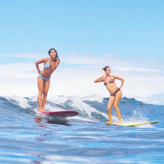 Ecole de Surf de Guadeloupe  Cours de surf perfectionnement 100% filles