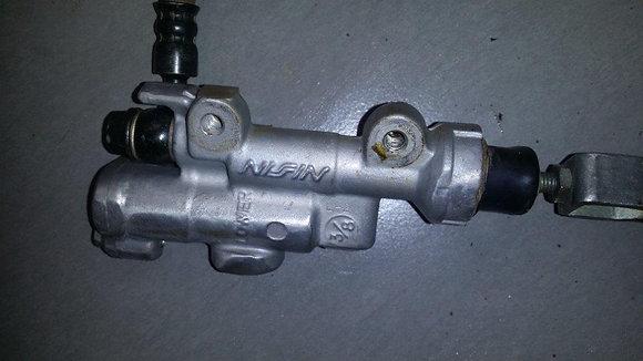 Maitre cylindre de freins AR CRF