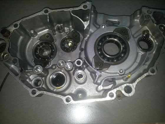 carter moteur droit YZF 03