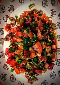 סלט עגבניות חריף על טחינה