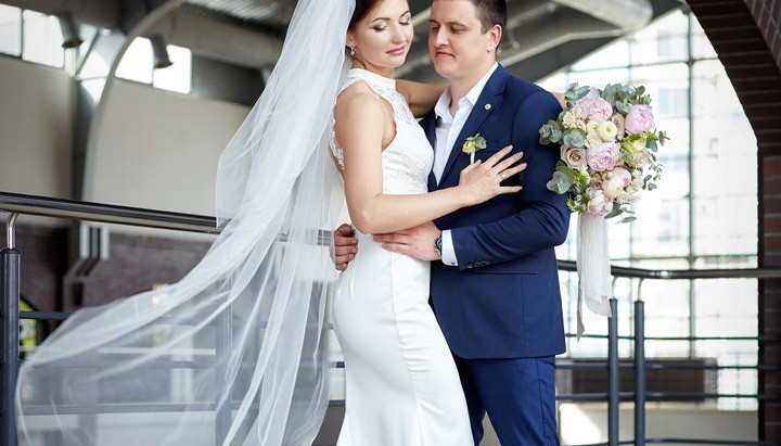 Современная и романтичная свадебная фотосессия