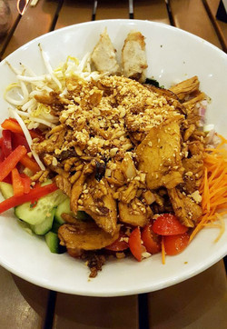 Vermicelli Salad w/Lemngrass Chicken