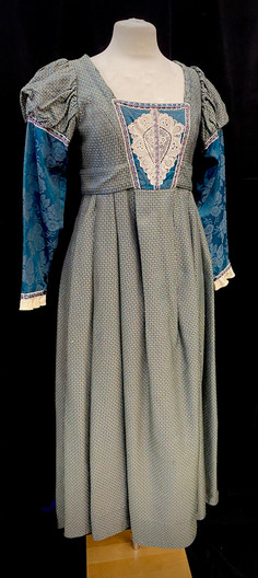 Chest 40 waist 33 blue and green gown.jp