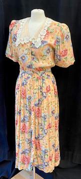 Chest 38 - Peach floral short sleeve.jpg