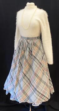 Sweater XS - Skirt size XS waist 26.jpg