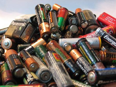 ¡Descubre las ventajas de usar contenedores para desechar pilas usadas!