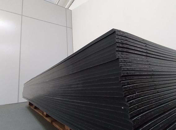 Material plástico automotivo usado na confecção dos splitters.