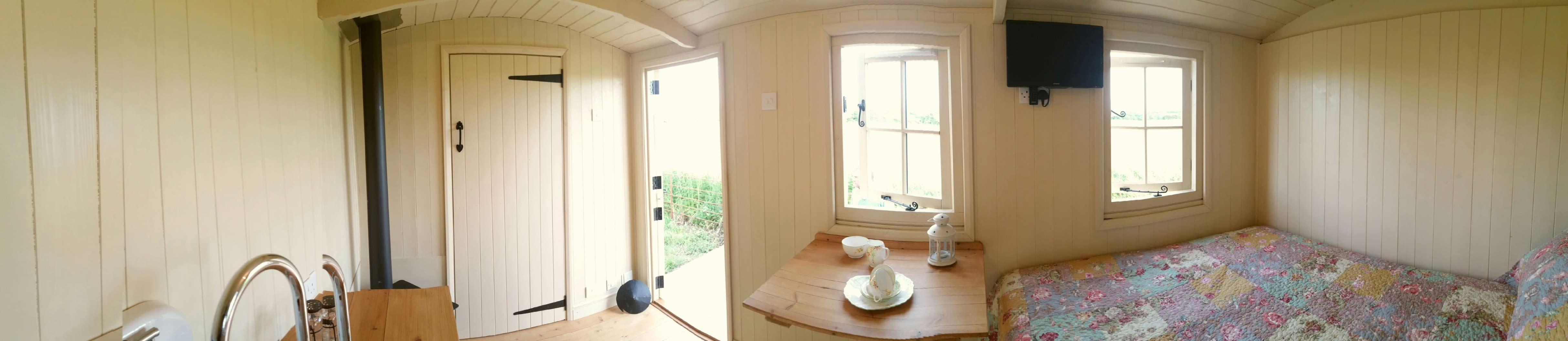 Inside-Shepherds-Hut-Panoram-Bath