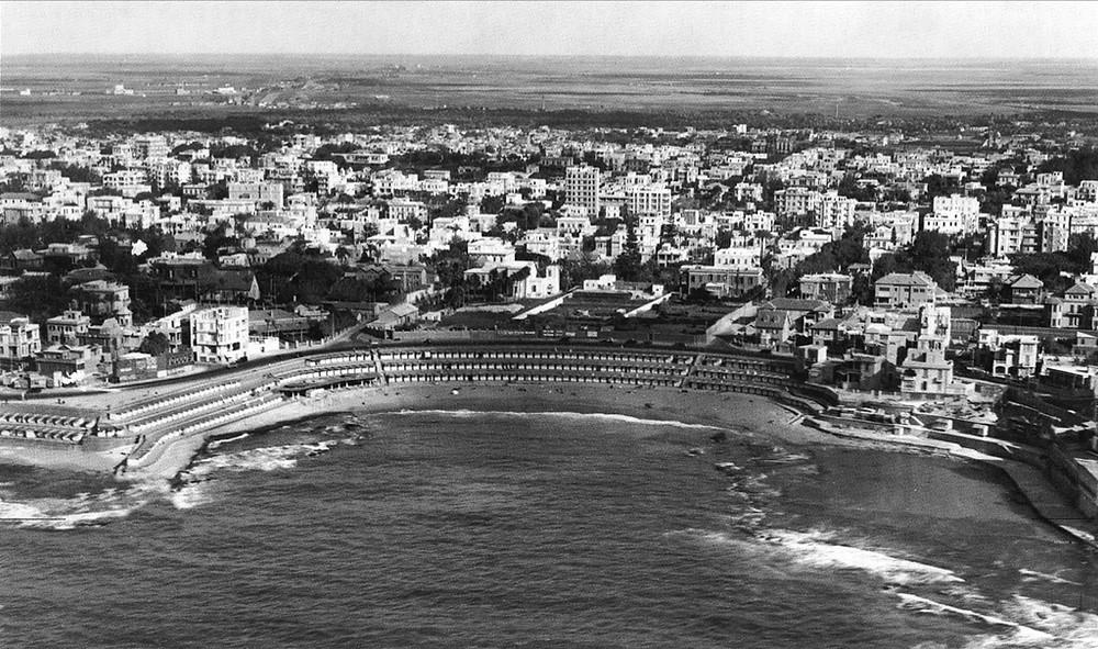 شاطئ ستانلي، عام 1935، الصورة من كتاب الإسكندرية القديمة لمايكل هاج.