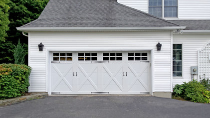 Raynor Rock Creeke Residential Garage Door