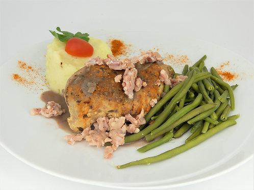 Coq au vin de Bourgogne et lardons grillés