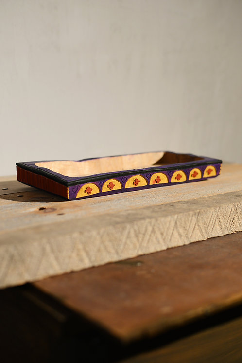 PLEBEIAN CHIPCARVED TRAY