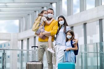 משפחה בשדה התעופה כבר בחרה מוניות ברחובות