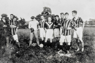 Ilmington football team. ? Bryan, Camel(?) Hands, Fred Pontin, Ginger Bryant, Bill Cook, Reg Clarke, Ken Bryan