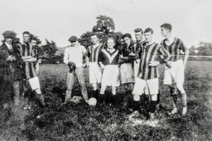 Ilmington football team. ? Bryan, Camel(?) Hands, Fred Pontin, Ginger Bryant, Bill Cook, Reg Clarke, Ken Bryan