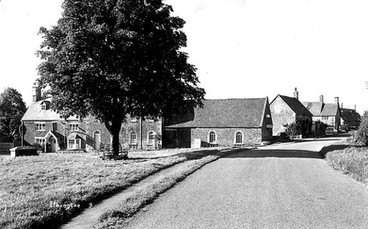 Lower Green showing the Howard Arms Inn, Ilmington. 1959