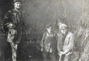 Bert Baker & his workmen sinking a well