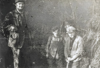 Bert Baker & his workmen sinking a well