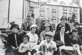 Ilmington church choir outing to Aberystwith 1935(?). Front: Ann Brain, ?, Sam Freeman, Jo James. Row 2: Mrs Kinchin, Mrs Dumbleton, Patty Bennett, Mary James. Back row: Ted Freeman, Mr Venables, Mrs Venables, Mrs E Hardy, Miss Wyatt