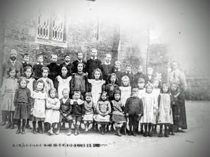 Ilmington school 1919 - Front row, 2nd from left, Minnie Aston - Back row, 5th from left, Arthur Foster - Headmaster: Mr Peter Flower